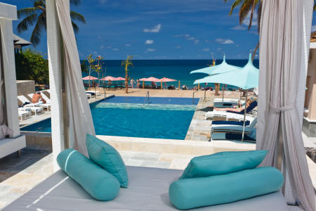 The BodyHoliday LeSport - Piscine en bord de plage