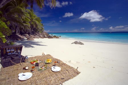 Fregate Island Private - Romantic picnic at the beach